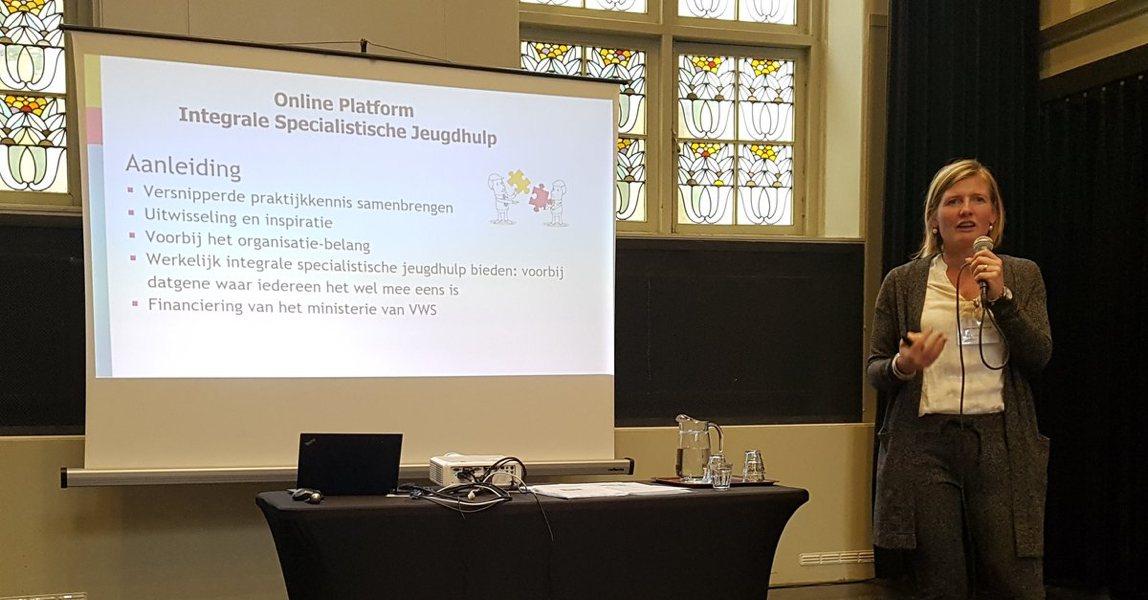 Lieke van Domburgh, dagvoorzitter bij de lancering van het Platform Integrale Specialistische Jeugdhulp