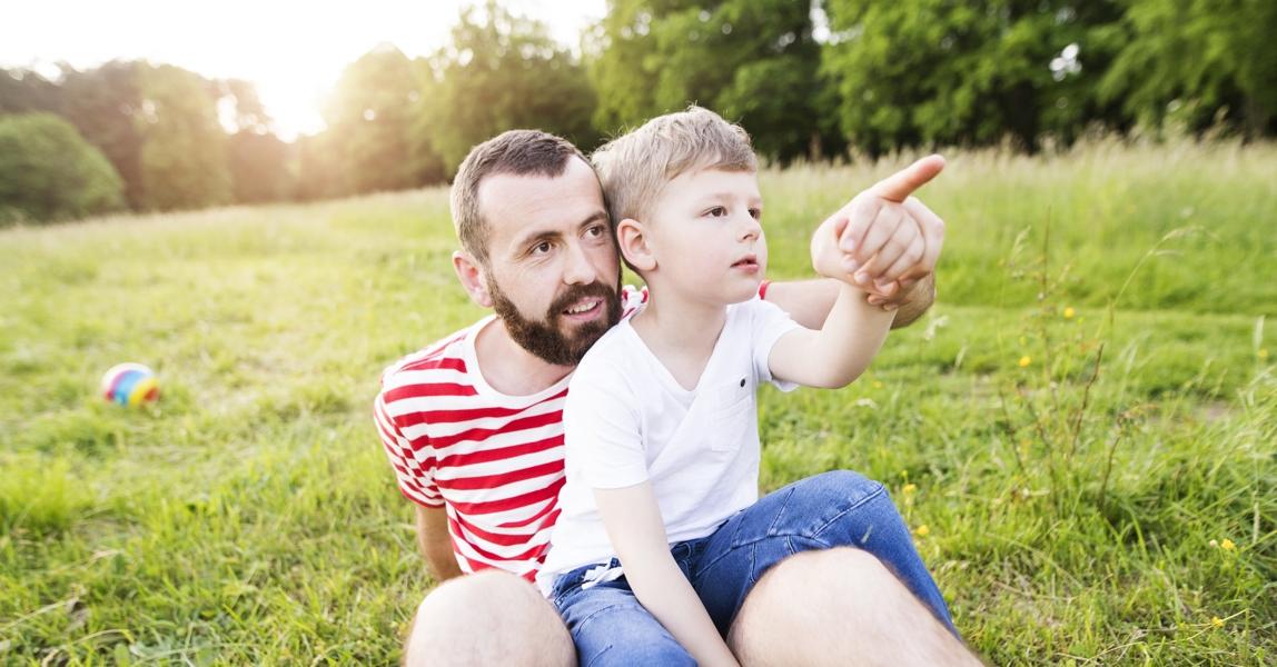 vader en zoon ontdekken