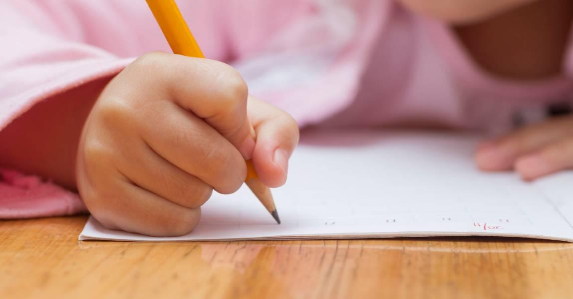 Kinderhand schrijft
