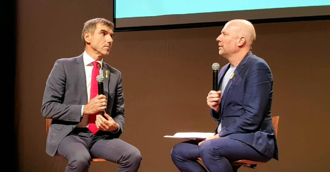 Staatssecretaris Paul Blokhuis en dagvoorzitter Arne Popma op het Symposium suïcidepreventie bij jongeren