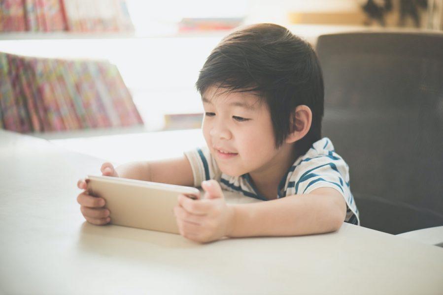 Jongen smartphone