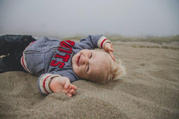 Jongen zand