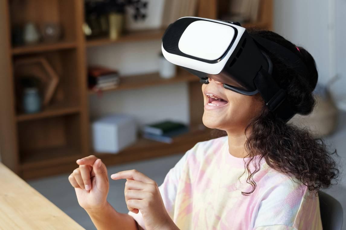 Meisje met VR-bril